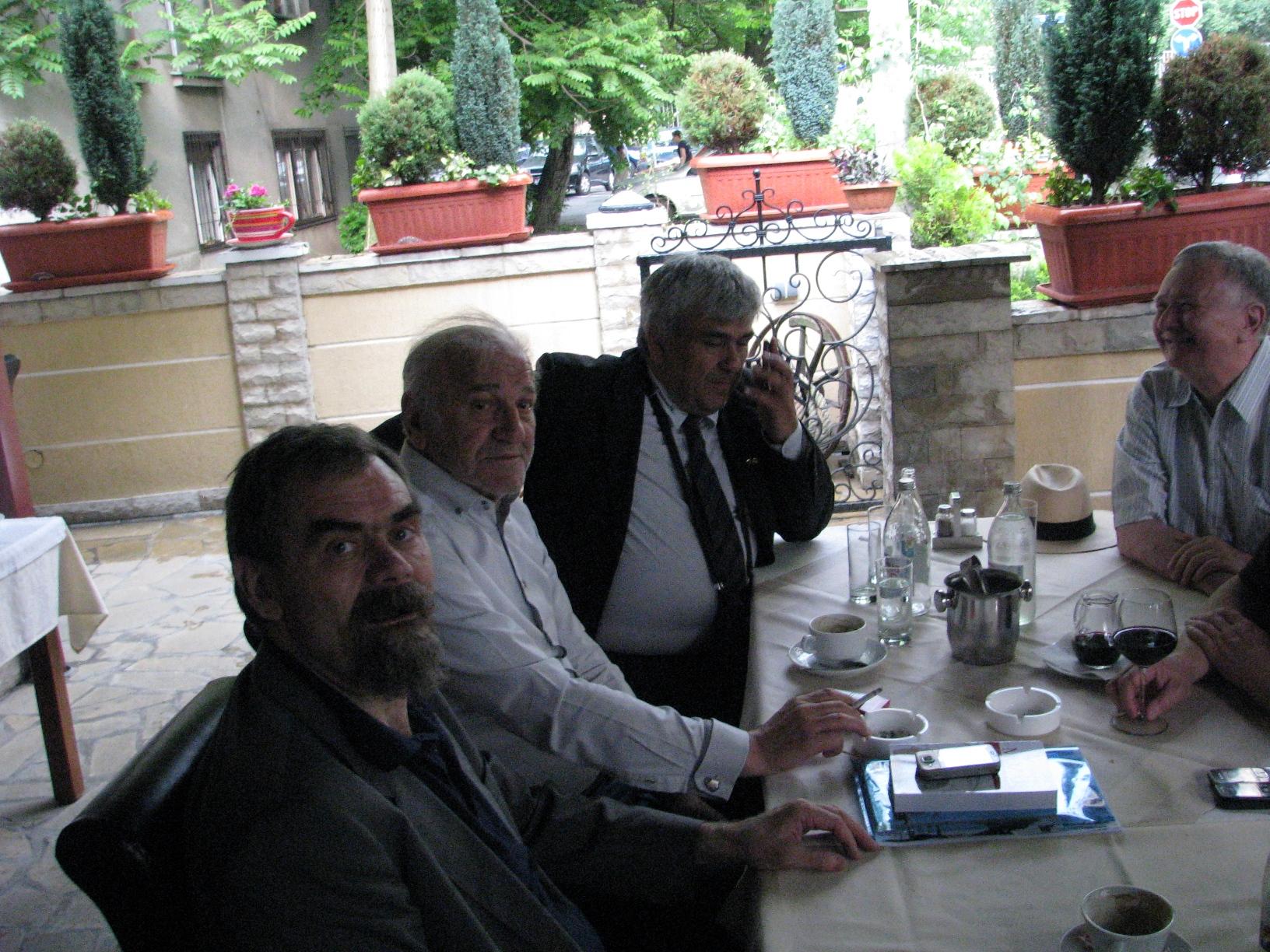 posle_predavanja_-_sa_batom_zivojinovicem_u_restoranu_bevanda