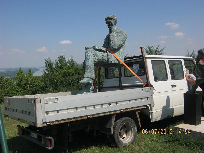 Lebdeci Tesla na kamionu