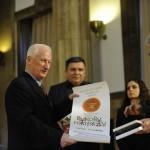 Matija Beckovic prima Vukovu nagradu